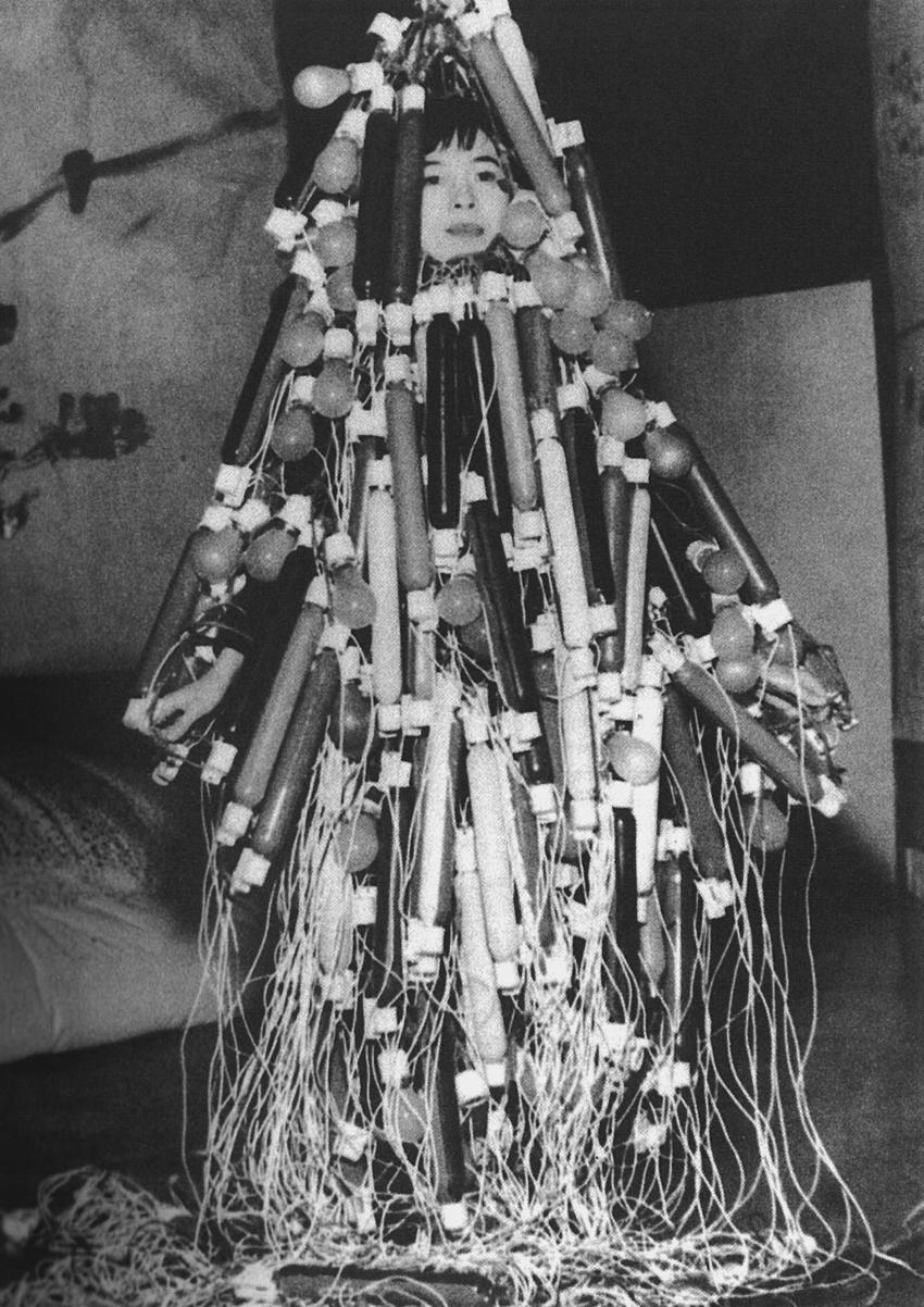 FS2008 Gastdozentur Semesteraufgabe, Titelbild (Tanaka Atsuko_1956_Electric Dress)